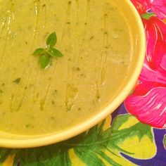 Receita de sopa de abobrinha e manjericão