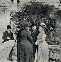 Eugenia construyó una villa en Cap-Martin, que ocupó en 1895. Continuó viajando, ya que, a lo largo de su vida, se encontró que esto era un gran remedio  para todos los males. Para ella, el movimiento era la vida. ( La emperatriz Eugenia, al final de su vida en el sur de Francia en la Villa Cyrnus. )