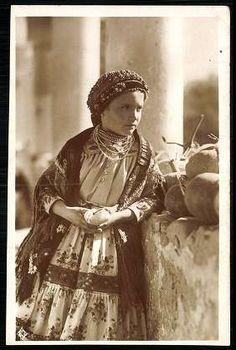 Tolnamegyei kisleány | Képeslapok | Hungaricana Art Costume, Folklore, Hungary, Old Photos, Princess Zelda, Memories, Homeland, Roots, Fictional Characters