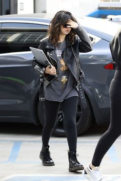 Selena shows Snoop fandom as she goes biker chic in leather jacket She is a global superstar in her own right. But Selena Gomez paid tribute to the legendary rapper Snoop Dogg when she was spotted out in Los Angeles this Thursday. Selena Gomez Fashion, Selena Gomez Outfits, Selena Gomez Style, Selena Gomez Closet, Outfit Leather Jacket, Black Leather Biker Jacket, Leather Jackets, Biker Jacket Outfit Women, Black Leather Jacket Outfit