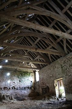 Inside the old barn Somerset, Roof Ceiling, Timber Structure, Country Barns, Architecture Old, Old Farm, Rustic Barn, Beautiful Buildings, Old Things