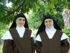 Does anyone have anything to share regarding Customs of Discalced Carmelite Nuns? Nuns Habits, Silent Prayer, Corporate Women, Religion, Trinidad, Bride Of Christ, Roman Catholic, School Teacher, Infancy