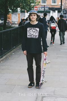 Men's Street Style Skater Boy - Get this Skater look with black trousers, a long sleeve black logo top and black Old Skool Vans. Add a hint of colour with a trendy cap. Shop the look now at The Idle Man Skateboard Mode, Skateboard Outfits, Skateboard Fashion, Skateboard Images, Skateboard Party, Skater Boy Style, Look Skater, Skate Boy, Skater Outfits