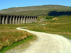 Walks in Yorkshire - Whernside from Ribblehead Viaduct South Yorkshire, Yorkshire Dales, Ribblehead Viaduct, North York, Going On Holiday, Travel Tours, Derbyshire, Lake District, Countries Of The World