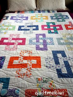 quiltmekiwi: Quilting for Linda, Amanda, Morag and Norma................. Strip Quilts, Panel Quilts, Annie Downs, Red Brolly, Rainbow Blocks, Mariners Compass, Cot Quilt, Royal Beauty, Butterfly Quilt