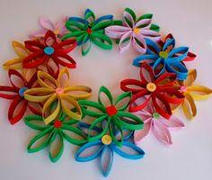 Jilliene Designing: Tutorial -Flower Wreath Made From Toilet Paper Rolls