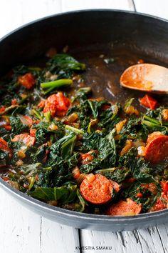 jarmuż z pomidorami. Zrobiłam wege - bez chorizo, ale z czosnkiem.  PYSZNE!  dodatek do ziemniaczków, makaronów, wszystkiego ...