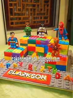 The League of Lego Superheroes cake by Jcakehomemade, via Flickr