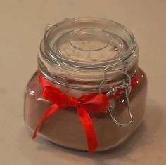 Homemade cocoa -- a simple, thoughtful gift. Delicious mix looks so sweet in pretty jars. Inexpensive Christmas Gifts, Christmas Food Gifts, Christmas Fun, Holiday Gifts, Mason Jar Crafts, Mason Jars, Banquet, Diy Wedding Video, Dessert In A Jar