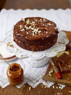 This Chocolate & Salted Caramel Cake by Jamie Oliver looks amazing. A chocolate cake with a hint of coffee, salted caramel oozing between two cake layers, topped with a chocolate ganache. This will certainly be a show stopper! Chocolate Dishes, Chocolate Torte, Chocolate Shavings, Chocolate Recipes, Chocolate Smoothies, Chocolate Shakeology, Dessert Chocolate, Salted Caramel Cake, Cake Recipes