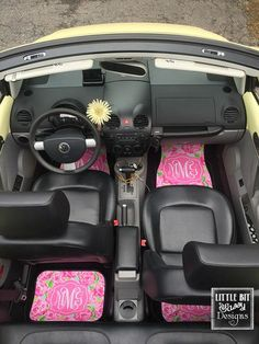 Preppy Volkswagen Beetle with Lilly Pulitzer First Impression monogram floor mats. This WILL be my car in the future, except it will be a pink Beetle. Scion Frs, Jeep Wrangler, Volkswagen, Preppy Car Accessories, Car Essentials, Car Mats, Cute Cars, Car Shop, Easy
