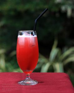 Singapore Sling / 21 Pretty Pink And Red Drinks For Valentine's Day