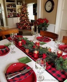 weihnachten tischdekoration 35 Stunning Christmas Table Centerpieces Best For Your Dining Room Decor, Christmas Dining Table, Christmas Table Centerpieces, Christmas Table Settings, Christmas Tablescapes, Farmhouse Christmas Decor, Rustic Christmas, Christmas Lights, Christmas Home, Plaid Christmas
