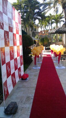 Red carpet entrance with banner logo for a pictures. www.dreamarkevents.com