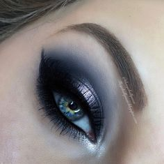 The Eyeball Queen: Shimmery Powdered Blue Halo Eye Valentines Day Makeup Tutorial