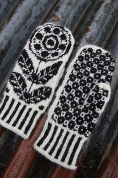 Ravelry: Blomekrans (mittens) pattern by Tori Seierstad You are in the right place about handschuhe Knitted Mittens Pattern, Crochet Mittens, Fingerless Mittens, Knitted Gloves, Knit Or Crochet, Knitting Socks, Crochet Granny, Loom Knitting, Free Knitting
