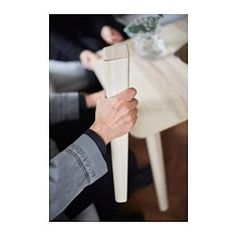 IKEA - LISABO, 桌子, 每根桌腳只使用1個固定配件,容易組裝天然木頭材質,桌面和桌腳具有不同木紋,使桌子更顯獨特風格木頭紋理富有變化,呈現溫暖、自然質感實木桌腳,耐用的天然材質