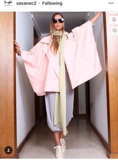 Street Hijab Fashion, Abaya Fashion, Teen Fashion Outfits, Womens Fashion, Iranian Women Fashion, Japanese Outfits, Street Style, Clothes, Walkway