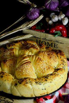 Posna slavska pogača Best Bread Recipe, Bread Recipes, Cooking Recipes, Posne Torte, Brioche Recipe, Croatian Recipes, Dough Recipe, Camembert Cheese, Food And Drink