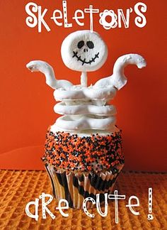 made these last year for my daughters class.Was a hit  Google Image Result for http://3.bp.blogspot.com/_sVwAz6JYomA/TKouu7oRIFI/AAAAAAAACoY/IhepNULSR_M/s400/skeletoncupcakes13.jpg