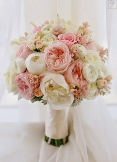 Delicate and ethereal wedding ceremony bouquet through Mirelle Carmichael Images / www.himis Delicate and ethereal wedding ceremony bouquet through Mirelle Carmichael Images / www. Perfect Wedding, Dream Wedding, Classic Romantic Wedding, Romantic Weddings, Elegant Wedding, Bride Bouquets, Bouquet Wedding, Bridesmaid Bouquets, Wedding Bridesmaids