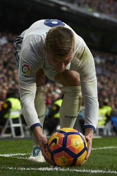 Image about love in Toni Kroos. 💖 by lunasestrellas Ramos Real Madrid, Real Madrid Club, Real Madrid Football Club, Real Madrid Players, First Football, Best Football Team, Toni Kroos, Cr7 Messi, Ronaldo Juventus