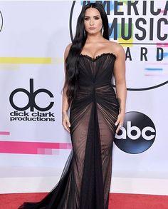 ALL BLACK DRESSES AT AMA's 2017 รวมลคพรมแดงคนดนตรในงานประกาศรางวล American Music Awards 2017 ทปนตางตบเทามารวมลนรางวล ดวยลคชดเดรสสดำหลากสไตล แลวใครกนละ...ทสวยสะดดตาแฟนๆลอฟฟเซยลกนบาง รบบอกมาใหรท #LOfficelThailand #LOffifielMode #RedCarpet #AMAs2017 via L'OFFICIEL THAILAND MAGAZINE INSTAGRAM - Fashion Campaigns  Haute Couture  Advertising  Editorial Photography  Magazine Cover Designs  Supermodels  Runway Models