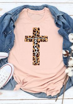 Faith Cross Christ Leopard Printed Splicing T-Shirt Tee - Light Pink Shop the latest women's clothes and keep your style game strong with the freshest threads landing daily. T Shirts With Sayings, Cute Shirts, Bella Shirts, Latest Fashion Clothes, Fashion Outfits, Pop Fashion, Fashion Shirts, Fashion Women, Cute Shirt Designs