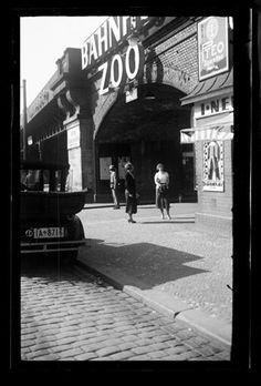 Am Bahnhof Zoo. Berlin, um 1930. o.p.
