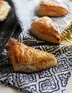 Savory Pastry, Baking Recipes, Pineapple, Bread, Fruit, Ethnic Recipes, Koti, Healthy, Cooking Recipes