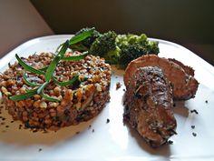 Polędwiczki wieprzowe z kaszą i brokułem / Pork tenderloin with grits and broccoli | Tapas de Colores