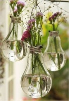 "- DIY-Deko: Zauberhafte Ideen zum Selbermachen Balcony Decoration: The bouquet of the last walk fits wonderfully in the old light bulbs. (Found in ""Simple decoration ideas with great effect"") Light Bulb Vase, Lamp Bulb, Old Lights, Green Lights, Pretty Lights, Deco Floral, Idee Diy, Craft Projects, Craft Ideas"