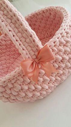 1 million+ Stunning Free Images to Use Anywhere Diy Crochet Basket, Crochet Bowl, Crochet Basket Pattern, Knit Basket, Love Crochet, Crochet Gifts, Crochet Yarn, Hand Crochet, Crochet Stitches