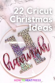 Get crafting quick with these 22 ideas for Christmas gifts, decorations, and festive fun. Tons of quick and easy projects that you can do with scrap materials and things around the house! -ornaments -personalized gifts -Christmas decorations -kid crafts -custom presents What will you make first?!