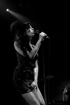 New Exhibition Captures The Rise Of Noughties Indie Jazz, Amy Winehouse Black, Amy Winehouse Style, Divas, Amazing Amy, Jackson, Toni Braxton, Blues, Thats The Way