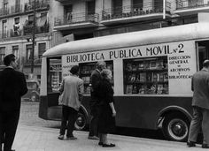 Old Bibliobus, Madrid, Spain. Little Library, Dream Library, Library Books, Mobile Library, Foto Madrid, Old Libraries, Bookstores, Vintage Library, World Of Books