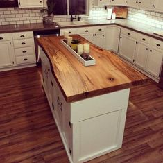 Ways To Choose New Cooking Area Countertops When Kitchen Renovation – Outdoor Kitchen Designs Primitive Kitchen, Rustic Kitchen, Diy Kitchen, Kitchen Decor, Artisan Kitchen, Kitchen Towels, Kitchen Ideas, Outdoor Kitchen Countertops, Live Edge Countertop