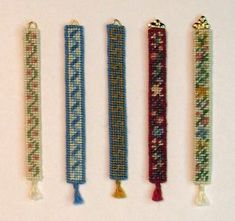 DIY project: Anna-Carin's 1:48 scale bell pulls. http://www.btz.se/minis/DIY_PDF/48_bell_pulls_berlin_color.pdf