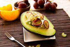 Auch mit Trauben-Sellerie-Salat schmeckt Avocado ganz fantastisch. Das Rezept dazu gibt's hier: http://www.sanlucar.com/rezepte/avocado-mit-trauben-sellerie-salat/