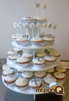 mr.ponQ cup-cakes plata y blanco, para una primera comunión sobria y delicada