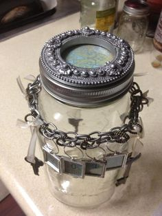 2013 Memories Jar--except i want to remember almost nothing from this year Creative Ideas, Diy Ideas, Craft Ideas, Graduation Gifts, Memories Jar, Mason Jars, Shabby Chic, Fancy, Display