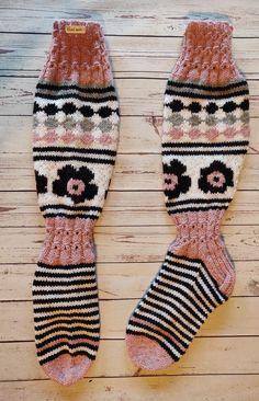 Knitting Socks, Fingerless Gloves, Arm Warmers, Christmas Stockings, Adidas, Fashion, Knit Socks, Fingerless Mitts, Needlepoint Christmas Stockings