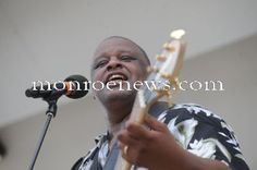 Photo by Kim Brent for The Monroe Evening News at the 2010 River Raisin Jazz Festival and Art Show.