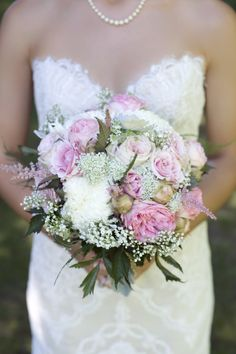 Perfectly pink and white bouquet | Photography: Amsis Photography - amsisphotography.com  Read More: http://www.stylemepretty.com/canada-weddings/2014/04/29/vintage-knollwood-golf-club-wedding/
