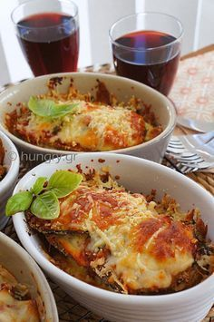 Μελιτζάνες στο Φούρνο με Τυριά και Σάλτσα Τομάτας (KitchenStori.es (GR))