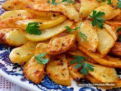 Postup přípravy: 1) Předehřejte troubu na 200 ° C. 2) Důkladně smíchejte všechny ingredience na marinádu. *Koření dávkujte podle vaší chuti, ale marináda by měla být lehká. 3) Oškrábejte brambory a nakrájejte je jako jablka na nepříliš velkékusy. 4) Brambory dobře promíchejte s marinádou a rovnoměrně je rozložte na plech vyložený pečícím papírem. 5) Pečte …