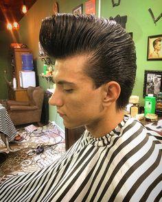 A L M I R L A U R I N D O (@almir.laurindo) • Instagram-Fotos und -Videos Slick Hairstyles, Classic Hairstyles, Popular Hairstyles, Medium Hairstyles, Haircut Medium, 50s Hairstyles, Pompadour Fade Haircut, Men's Pompadour, Hair And Beard Styles