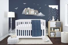 Bebelelo bedding is stain resistant. It includes a superior quality of 4 pieces: a skirt, a mattress cover, a duvet and a duvet cover. Nursery Curtains, Baby Nursery Decor, Nursery Room, Nursery Ideas, Baby Crib Bedding Sets, Baby Cribs, Baby Boy Rooms, Baby Bedroom, Room Baby