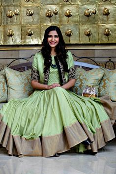Sonam Kapoor in green anarkali dress Anarkali Dress, Pakistani Dresses, Indian Dresses, Indian Outfits, Indian Attire, Indian Ethnic Wear, Indian Style, Saris, Ethnic Fashion