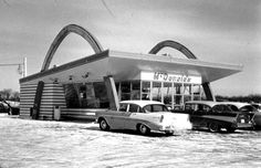 Looks just like our one . Vintage McDonalds in Joliet, Illinois 1956 Dad would treat us to dinner on the way home from the Kankakee River every Sunday in the summer! Hamburger, fries and chocolate shake! Kankakee River, Plainfield Illinois, Joliet Illinois, Vintage Restaurant, Mcdonald's Restaurant, Historic Route 66, The Way Home, The Good Old Days, Mcdonalds